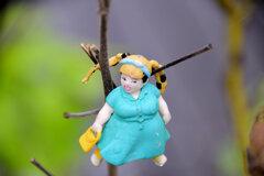 枯れた芙蓉に・・・渡辺直美 人形2