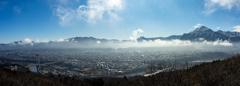 早春の秩父市街と武甲山