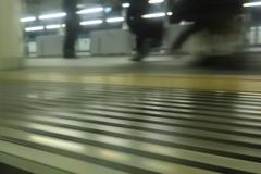 次の電車をお待ちください…