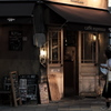 黄昏時のカフェ