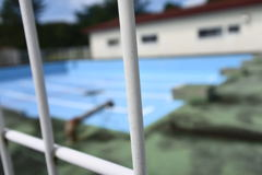 ヨメフォト 「廃校。小学校。プール。」