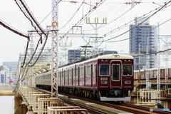 新淀川橋梁にて阪急5000系