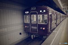天下茶屋駅にて5300系