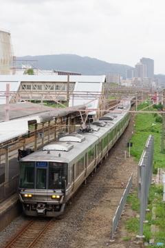 摂津富田駅にて223系
