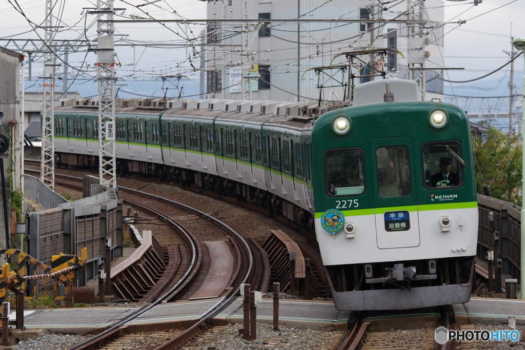 八幡市駅にて京阪2200系