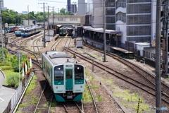 徳島駅を出発する1500型