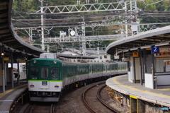 八幡市駅にて京阪2600系