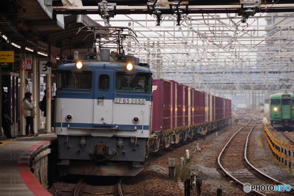 草津駅にてEF65