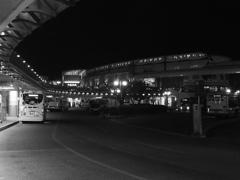 浦安モノクロ夜景 舞浜駅南口ロータリー(2)