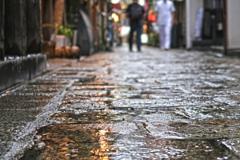 濡れる石畳