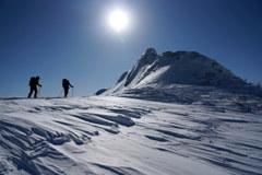 冬の武尊山を行く