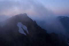 雲湧く谷川岳