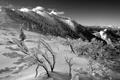 モノクロの武尊山1
