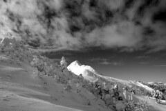 白く輝く剣ヶ峰