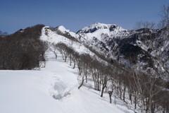 近そうで遠い剣ヶ峰山