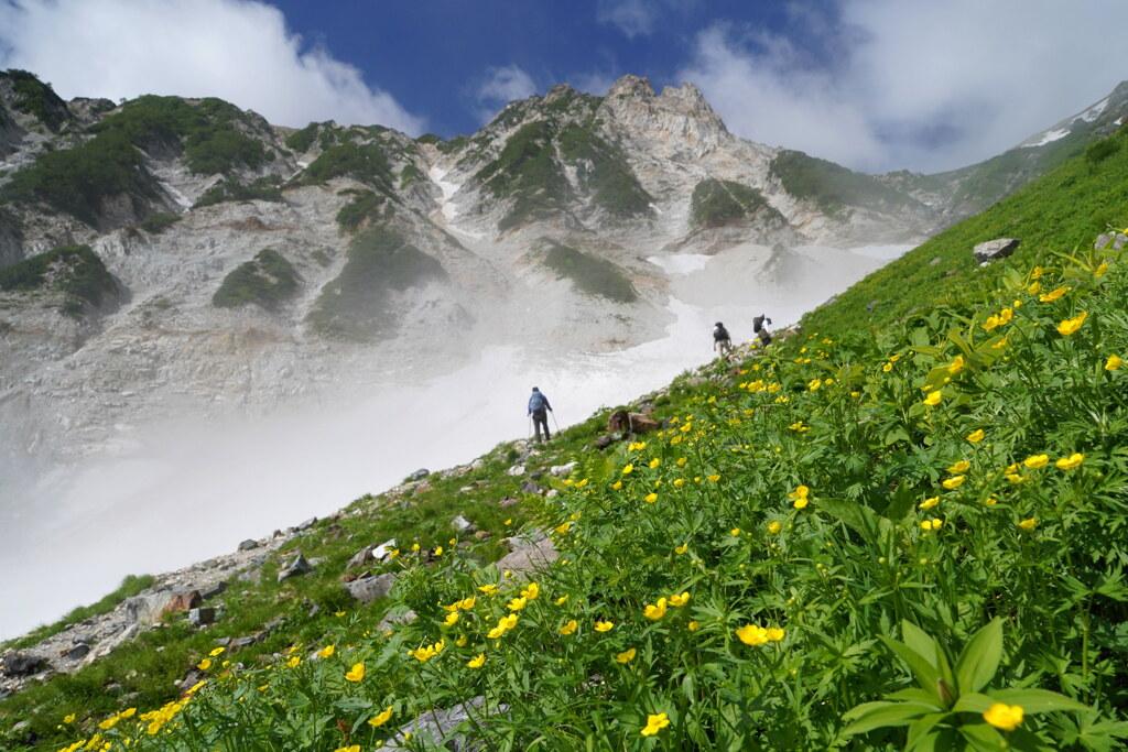 杓子岳を望む花園へ