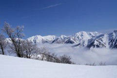 雲海に浮かぶ谷川連峰