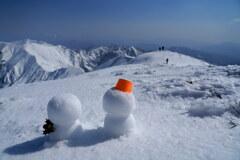 雪の絶景に微笑みながら