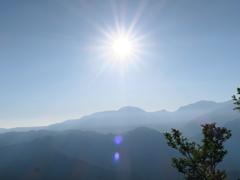 朝日岳の上に昇る朝日