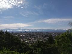 立山連峰と新幹線 ちらり