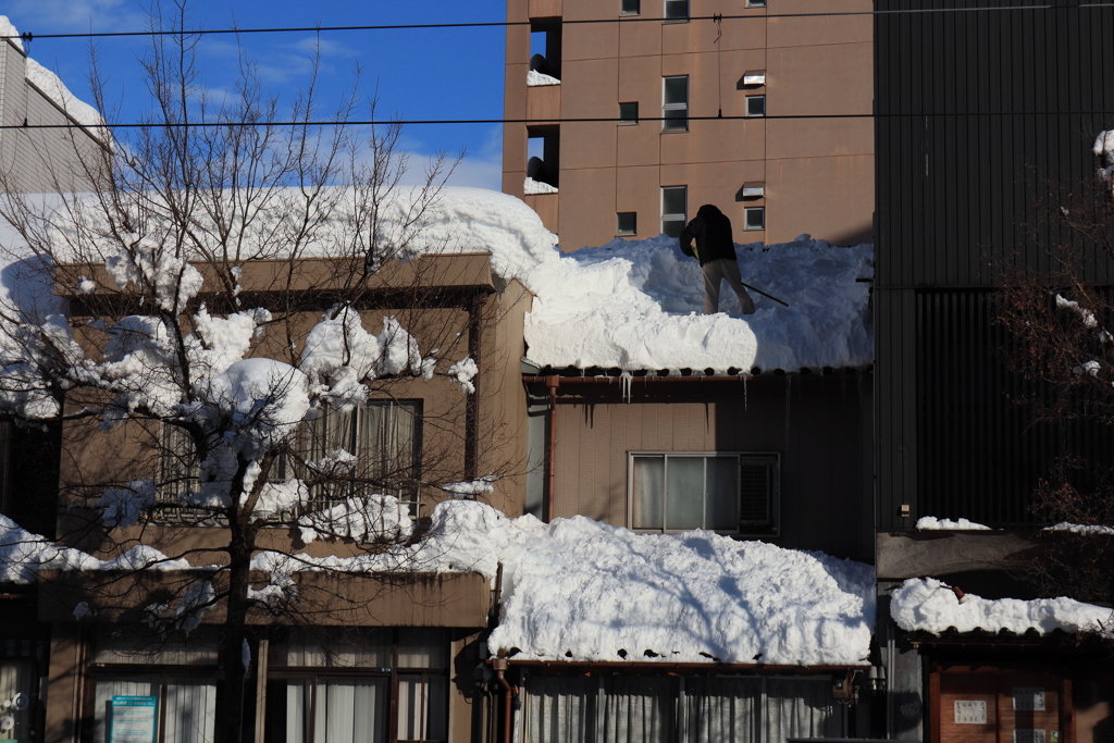 屋根雪おろし