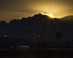 空港の夜明け
