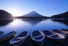 精進湖の夜明け ②