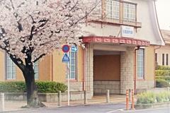 春が似合う駅舎