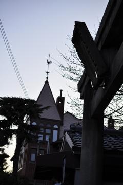 鳥居と洋館