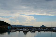 漁港と三角