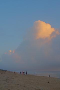浜辺の日の出の頃