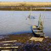 冬の水路 ➀ 待ち受け漁の舟と網