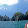 宮古湾周遊 ⑧岩礁群と白い帽子・白い雲