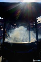 正月の浅草寺常香炉