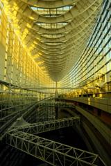 【街の情景】・輝くガラス棟・・(東京国際フォーラムにて)