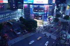 渋谷スクランブル交差点,車が駆け抜ける時