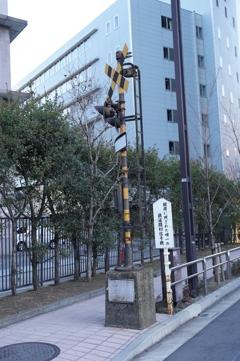 銀座に残された唯一の鉄道踏切信号機