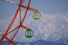 立山連峰と観覧車