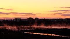 陽が昇る前の多摩川