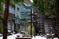 路地裏の雪景色
