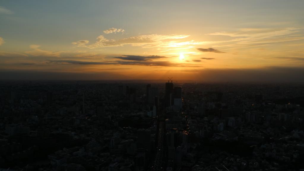 六本木ヒルズスカイデッキからの夕陽
