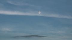 スカイデッキからみた 月