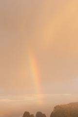 今朝の霧の中の虹