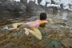 ♡の雪が降る露天プール
