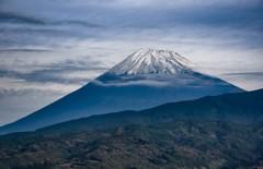 初冠雪の富士