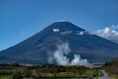 富士と砲煙