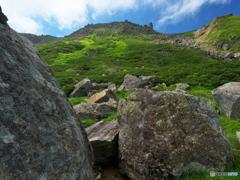 巨石と摩利支天岳
