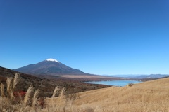三国峠からの富士山と山中湖
