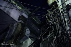 都会の裏路地~人の蜘蛛の巣~