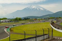 去年のスーパーGTで富士スピードウェイと富士山